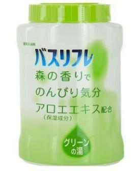 Японская соль для принятия ванны Bath Refre с ароматом хвои Lion