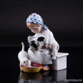Девочка кормящая котенка и щенка, E & A Muller, Германия, 1890-1927 гг