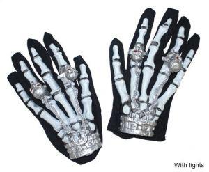 Рука - скелет с перстнями