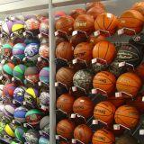 Баскетбольные мячи.