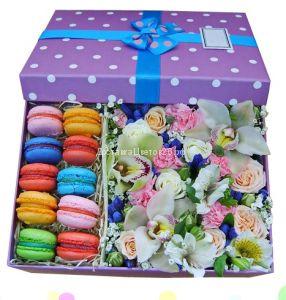Цветочная коробочка счастья с пирожными №3