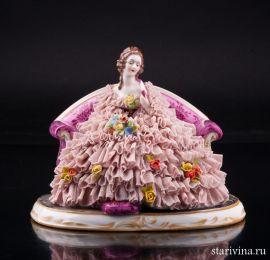 Дама с веером и букетом цветов на диване, кружевная, Muller & Co, Volkstedt, Германия, нач. 20 в