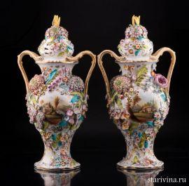 Две вазы с цветочным орнаментом и крышками, Coalport, Англия, нач. 20 в