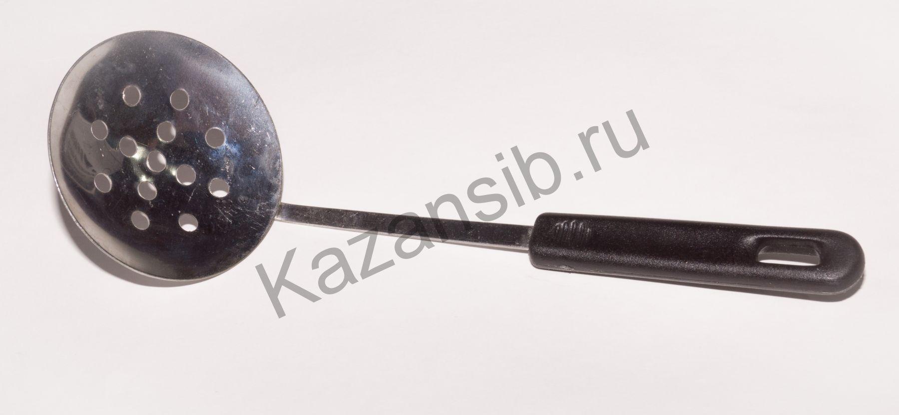 Шумовка с пластмассовой ручкой