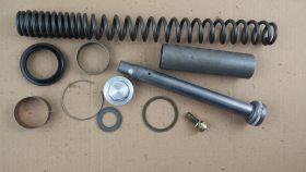 комплект.внутренности вилки: пружина; направляющие: верхняя и нижняя; пробка; стопорное кольцо сальника; пыльник; втулка  Yamaha  FZ6