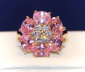 Позолоченное кольцо с розовыми топазами и цирконами