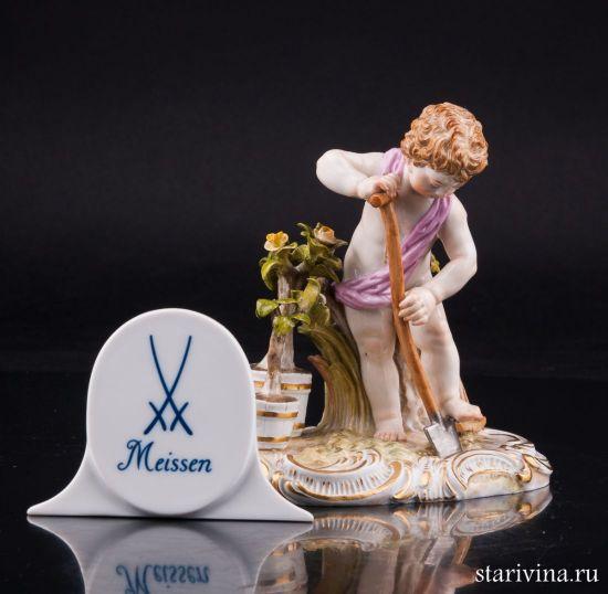 Фарфоровая статуэтка Путти с лопатой, аллегория Земля производства Meissen, Германия