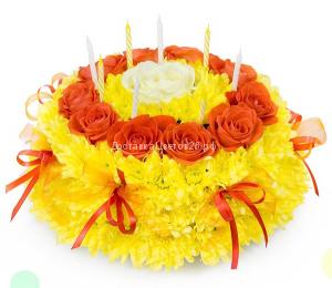 Декоративная композиция. Тортик из свежих цветов №2