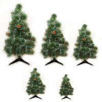 Искуственная елка зеленого цвета с натуральными шишками