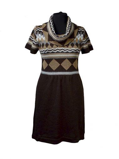 Вязаное платье шоколадного цвета с коротким рукавом