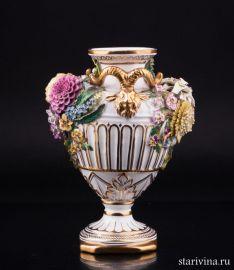 Декоративная ваза с лепными цветами, John Bevington, Англия, 1872-1892 гг