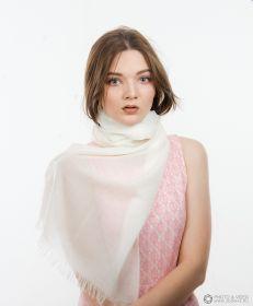 невесомый тонкорунный  палантин (большой шарф) 100% шерсть, Белый white . плотность 1