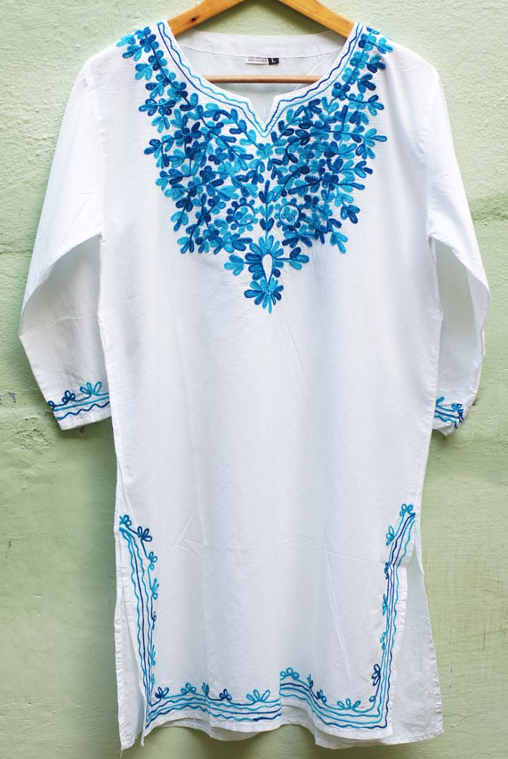 Женская индийская курта с голубой вышивкой (отправка из Индии)