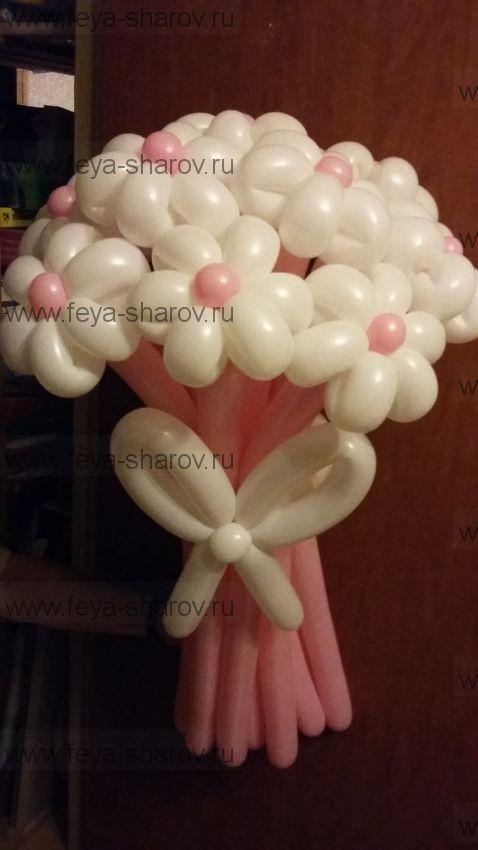 Букет бело-розовых ромашек