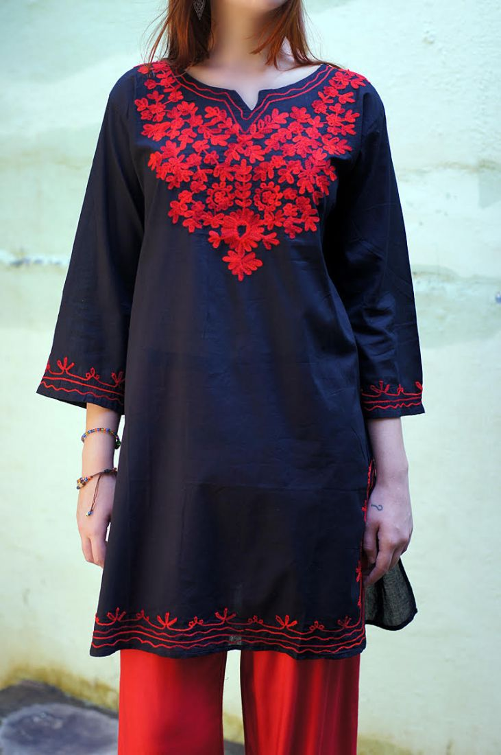 Чёрная женская индийская туника с вышивкой (отправка из Индии)