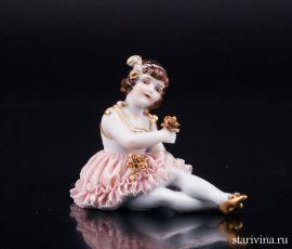 Сидящая девочка, кружевная, Muller & Co, Volkstedt, Германия, нач.20 в
