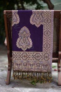 Индийский палантин фиолетового цвета