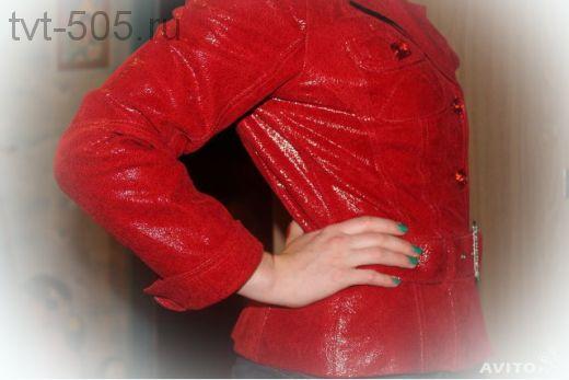 Куртка кожаная (выделка под змеиную кожу) красная р. 46/48