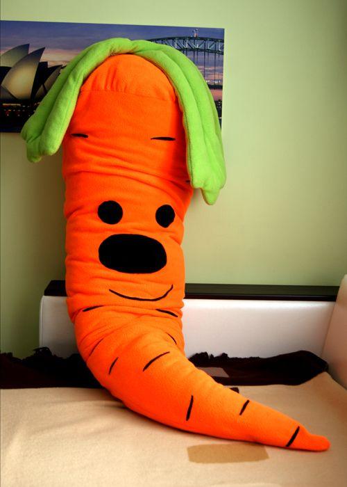 Подушка-обнимашка Морковка