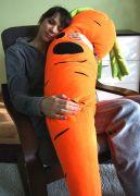 Подушка морковка словно живая, создается ощущение, что она обнимает и греет.