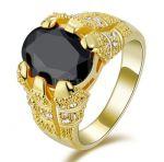 Позолоченный перстень с ониксом и искусственными бриллиантами