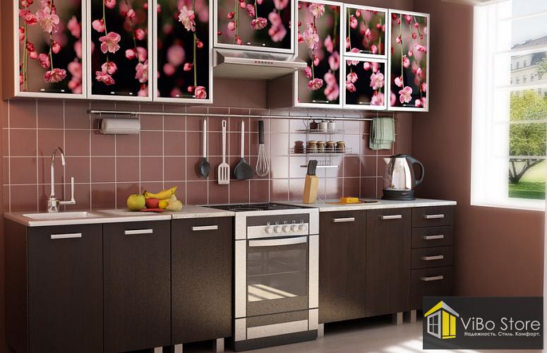 Кухня с цветными шкафами