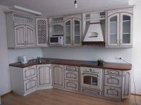 компактная угловая  кухня в средиземноморском стиле