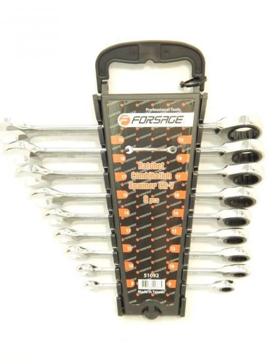 Набор ключей комбинированных трещоточных 9пр.  (8,10,12,13,14,16,17,18,19мм)в пластиковом держателе