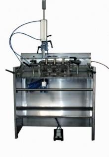 Рассухариватель пневматический, полезная длина рабочего стола 1170 мм, ширина стола 400мм, угол наклона стола 360 град.