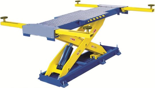 Ножничный электрогидравлический подъемник,грузоподъемность 3,2тн., высота подъема 1300мм, платформа: 2330х680мм.