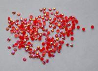 Стразы для дизайна ногтей голограммные (красные) 100 штук