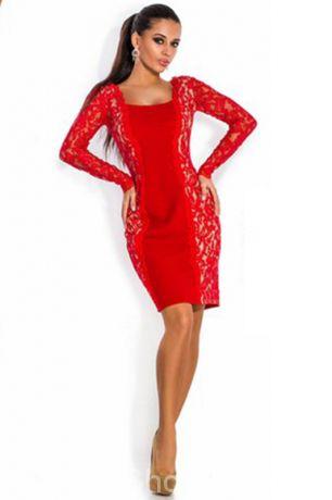 Красное платье с гипюром по бокам и гипюровыми рукавами