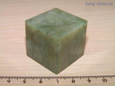 Куб из камня жадеит (30мм)