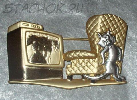 """Брошь """"Испуганная кошка у телевизора"""" под золото и серебро"""