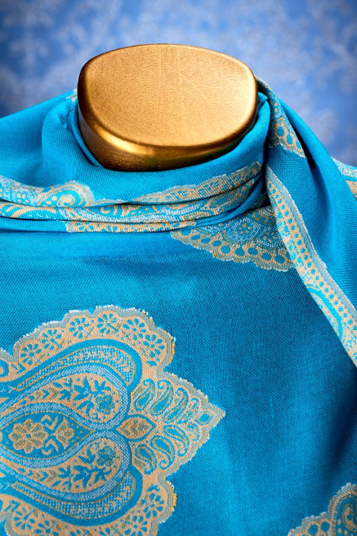 Индийский палантин голубого цвета (Москва)