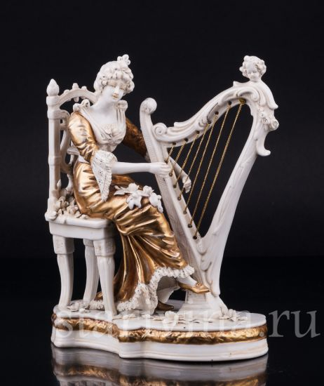Фарфоровая статуэтка Девушка с арфой производства Дрезден, Германия, 1920-30 гг.