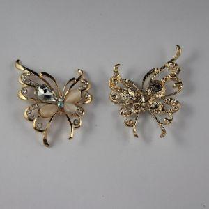 `Кабошон со стразами, бабочка, цвет основы: золото, цвет стразы: белый, размер: 55х40мм