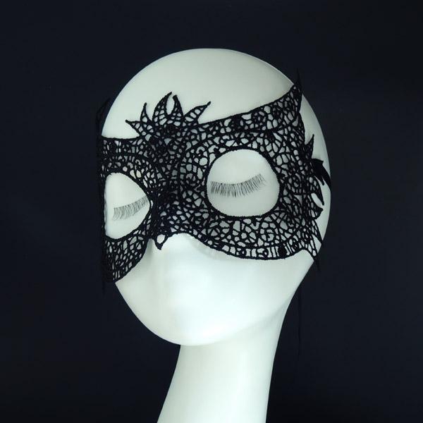 Ажурная маска для карнавала