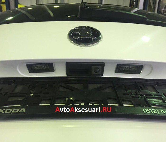 Камера заднего вида в ручку багажника Skoda SuperB 2016+