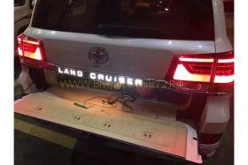 Накладка на 5ю дверь с подсветкой для Toyota Land Cruiser 200 2015-