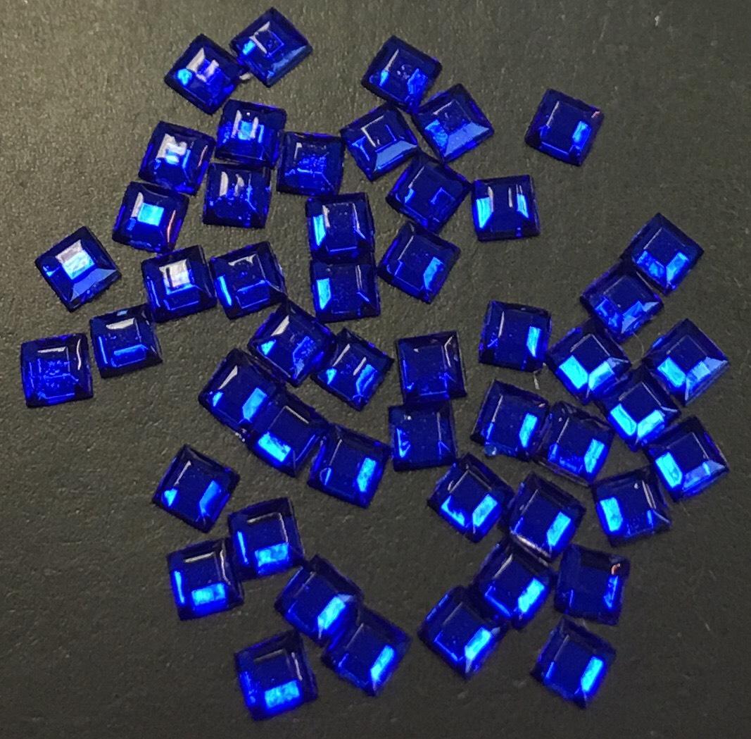 Стразы пластиковые квадрат 2,2х2,2мм уп/50шт (синие)