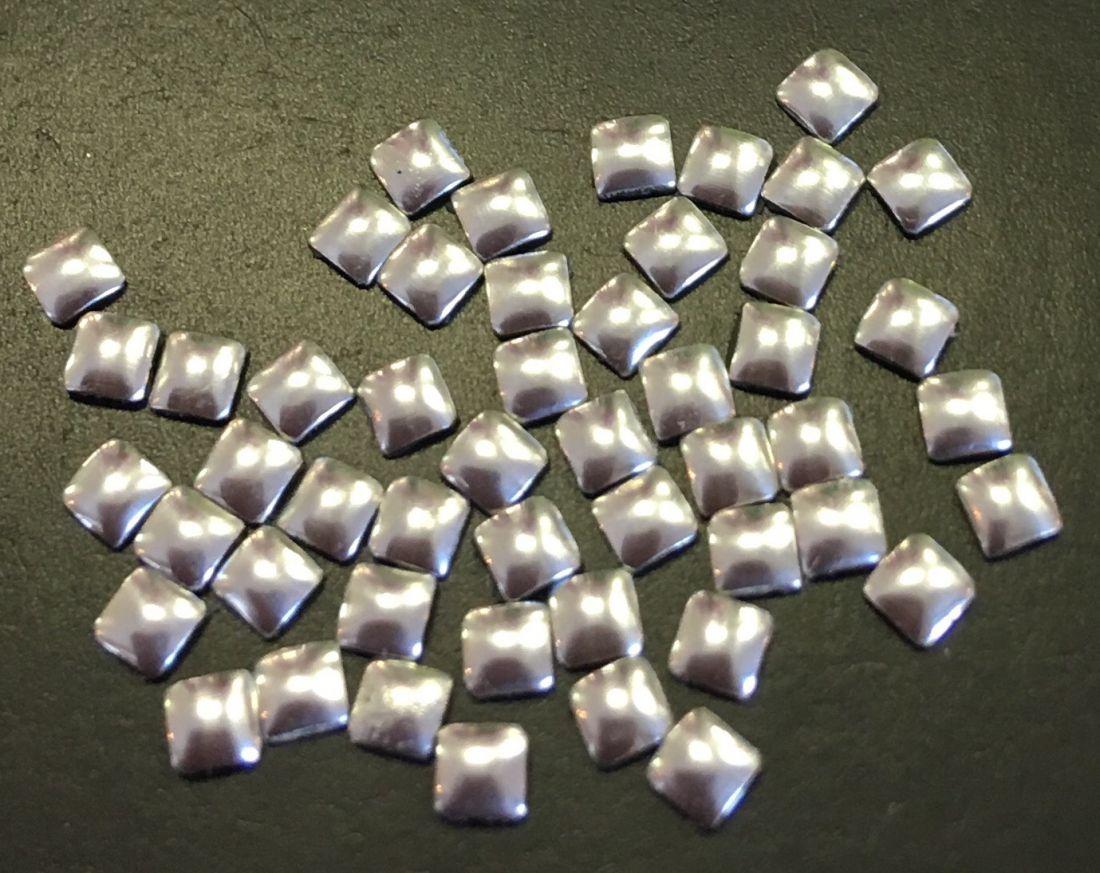 Квадрат пластиковый для дизайна 2мм*2мм (серебро) 50шт