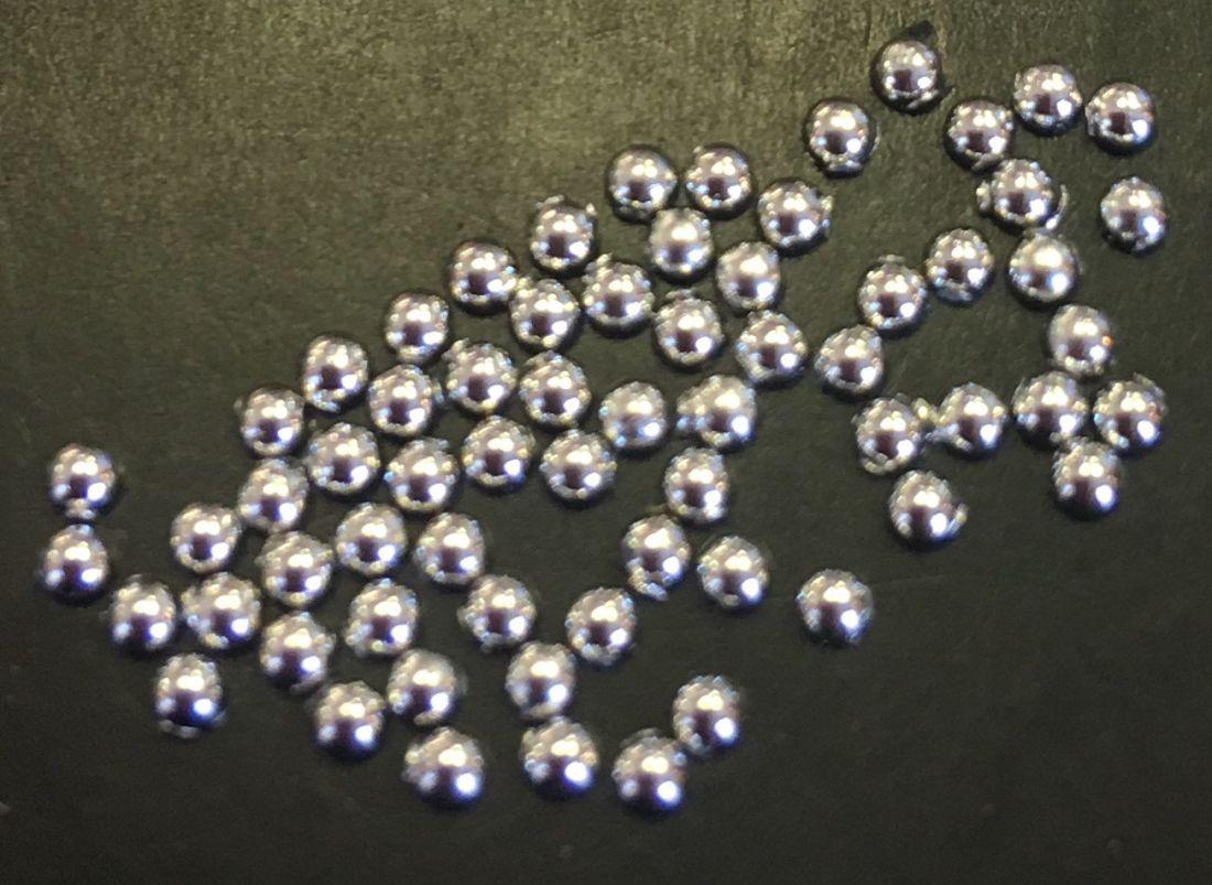 Стразы пластиковые круглые 1,5мм уп/70шт (серебро)