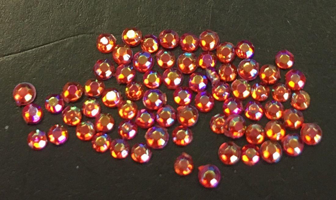 Стразы пластиковые круглые 1,5мм уп/70шт (ярко красные АВ)