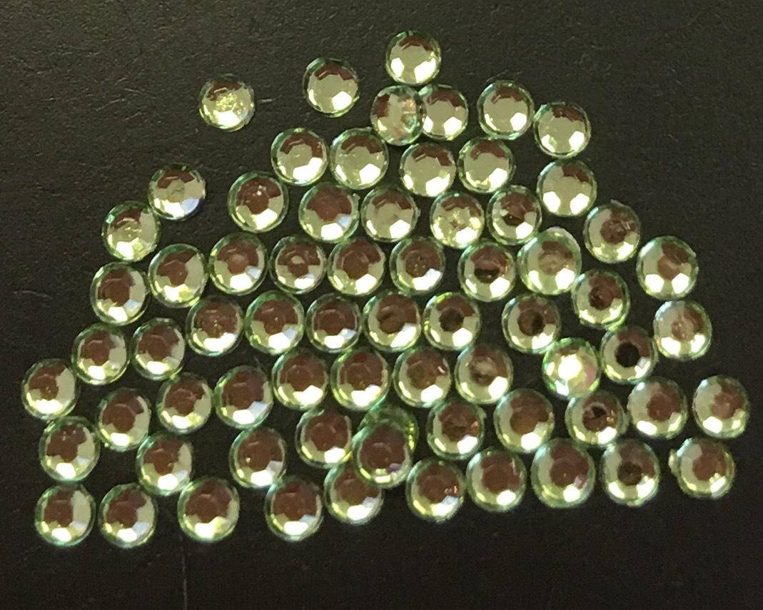 Стразы пластиковые круглые 2,5мм уп/70шт (салатовый)