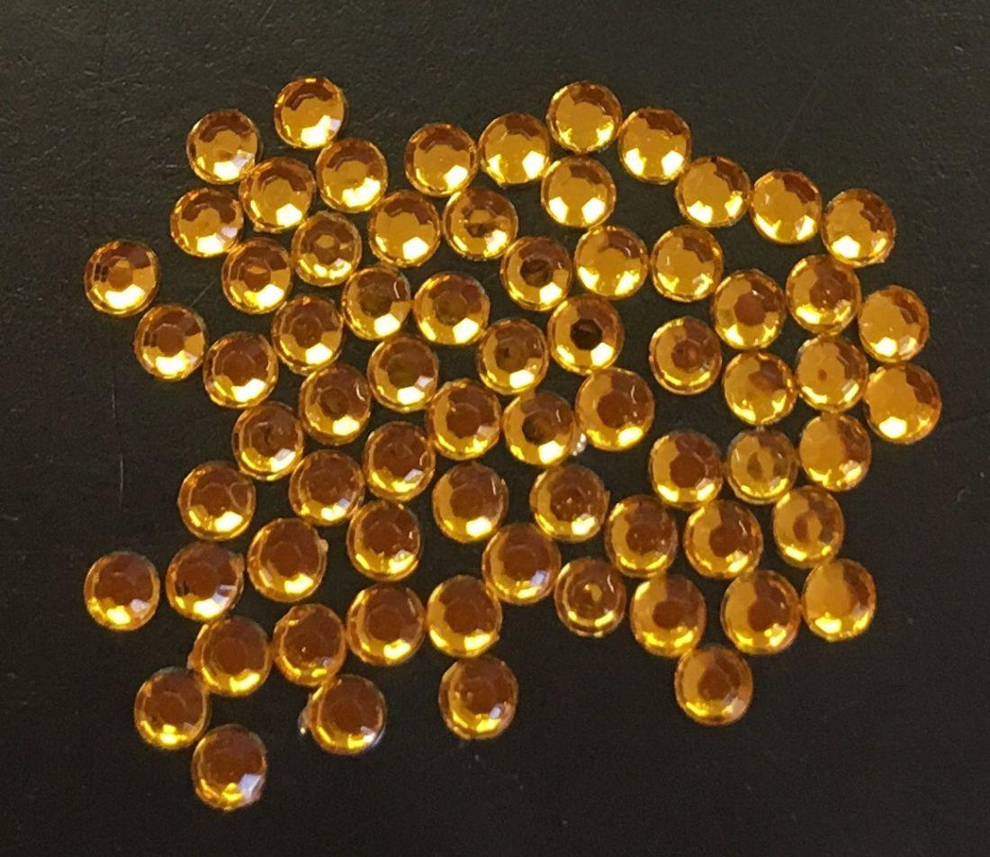 Стразы пластиковые круглые 2,5мм уп/70шт (желтые)