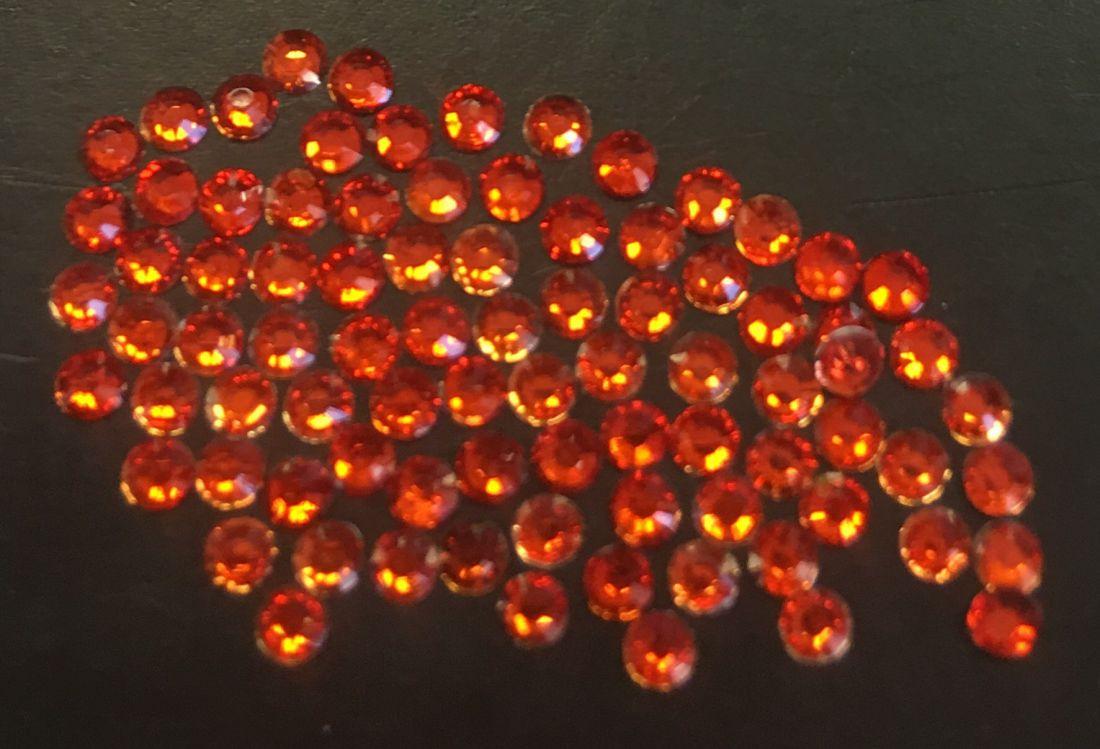 Стразы пластиковые d.2мм уп/70шт (оранжевый)