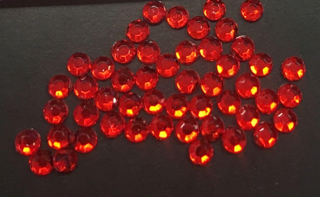 Стразы пластиковые круглые 2,41мм уп/50 шт (рубин)