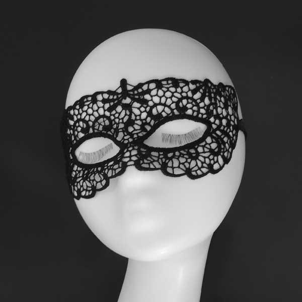 Черная кружевная маска на глаза