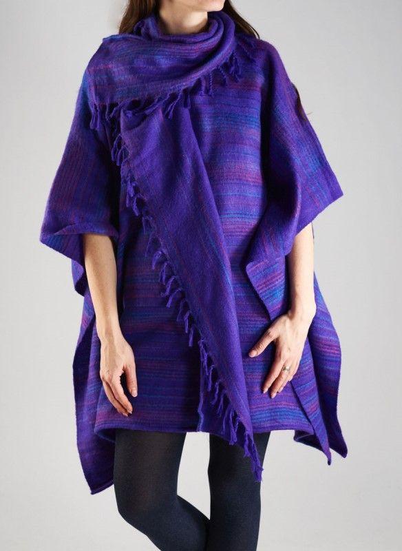 Фиолетовое тёплое пончо оригинального покроя, унисекс
